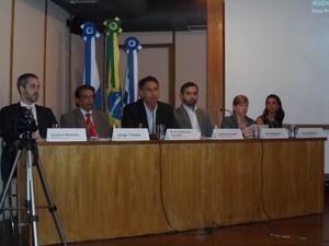 Representantes da ANS, com Bruno Sobral de Carvalho, diretor-presidente substituto, ao centro (Foto: Lilian Quaino/G1)