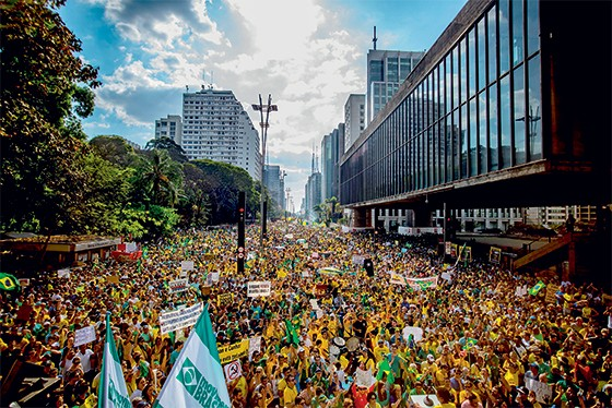 direita Protestos em São Paulo no dia 16 de agosto. Eles querem o fim da corrupção (Foto: Cris Faga/Fox Press Photo)