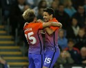 Nova camisa, velha rotina: City bate  o Swansea e pega United nas oitavas
