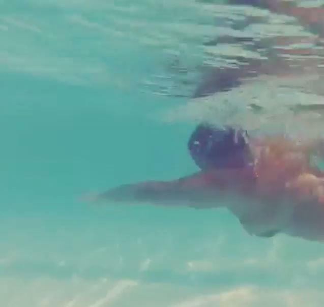 Preta Gil nadando (Foto: Instagram / Reprodução)