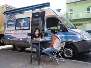 Sebrae móvel responde duvidas de futuros empreendedores e empresários em Bebedouro, SP. (Foto: Caio Cestari/Divulgação)
