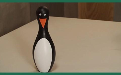 Como fazer pinos de boliche de pinguim para festa infantil