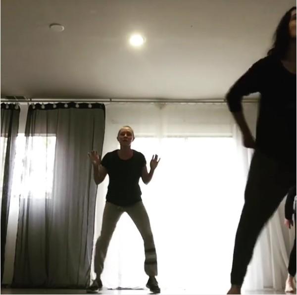 A atriz Shannen Doherty durante suas aulas de dança (Foto: Instagram)