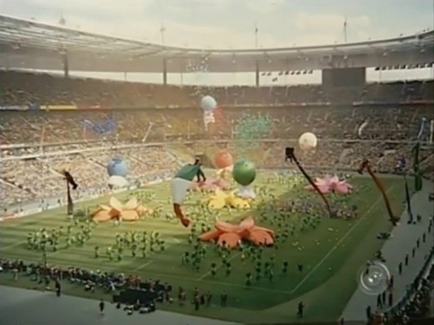 Foto mostra festa de abertura da Copa do Mundo de 1998, na França (Foto: Reprodução/ TV TEM)
