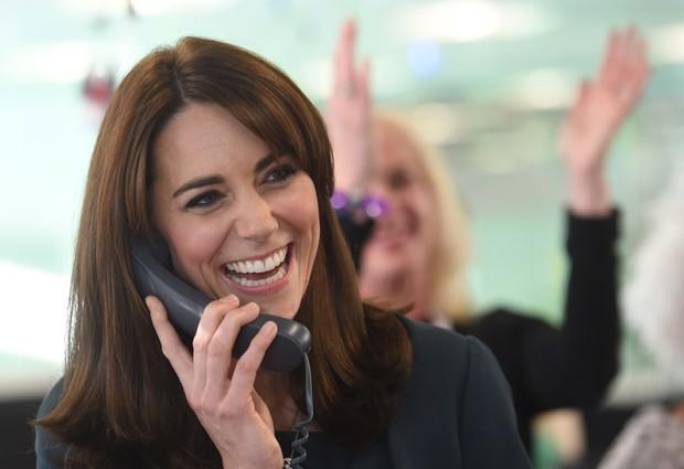 Kate Middleton aparece com os cabelos mais curtos (Foto: AFP)