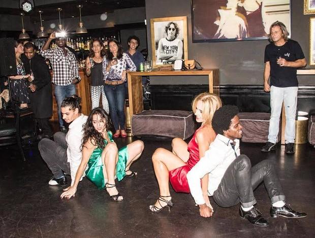 A apresentação de Claudia Mauro com os bailarinos foi na boate Flashback, em Ipanema (Foto: Arquivo pessoal)