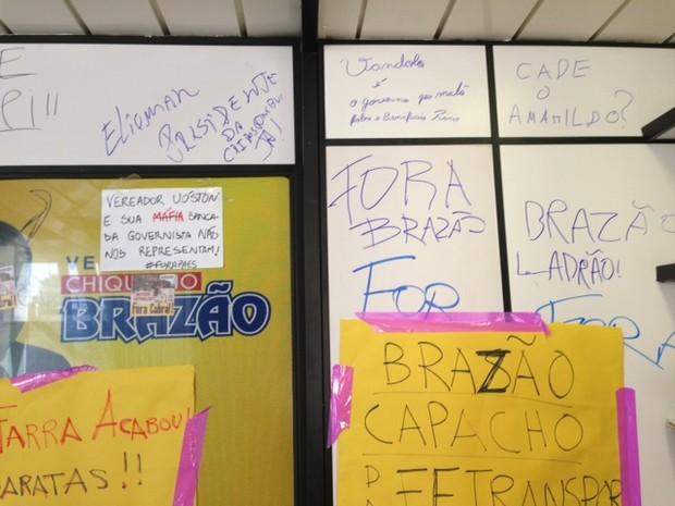 Gabinete de Chiquinho Brazão (PMDB) é pichado após vereador ser eleito presidente da CPI dos Ônibus (Foto: Mariucha Machado/G1)