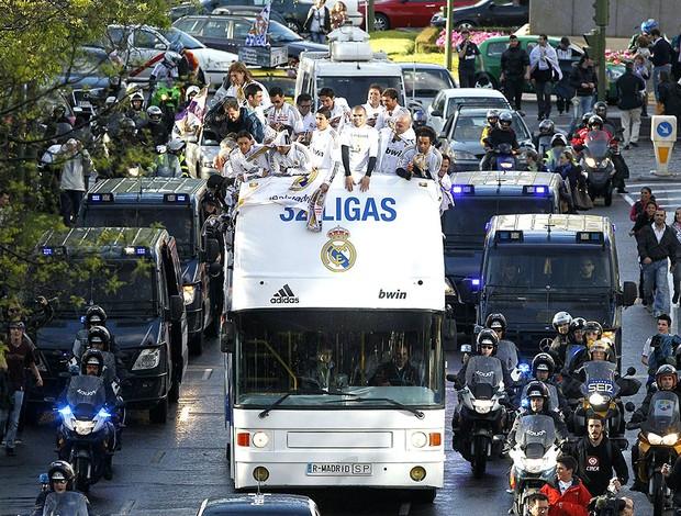 carreata de comemoração do título do Real Madrid (Foto: EFE)