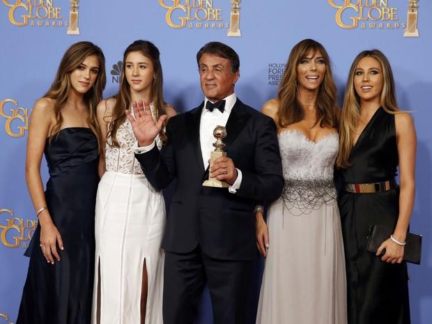 Sylvester Stallone com a mulher, Jennifer Flavin, e as filhas Sistine Rose Stallone, Sophia Rose e Scarlet Rose em premiação de filme em Los Angeles, nos Estados Unidos (Foto: Lucy Nicholson/ Reuters)
