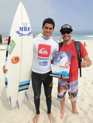 Surfista Luan Carvalho é prata no Quiksilver Pro Junior 2012 (Foto: Divulgação / Prefeitura Municipal de Praia Grande)