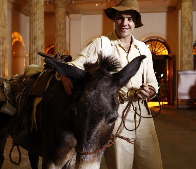 Sergio Guizé como Candinho (Foto: Inácio Moraes/Gshow)