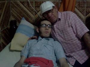 Maior sonho de Dimas é ver o filho andando (Foto: Sérgio Tadeu da Silva/Arquivo Pessoal)
