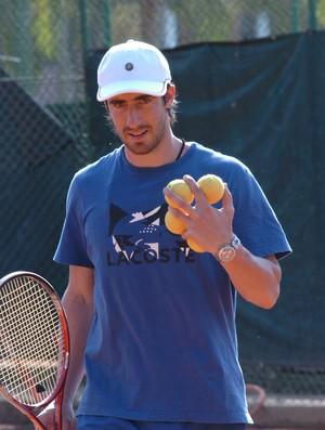 O uruguaio Pablo Cuevas tem jogado tênis no Clube de Campo Santa Rita, em São José dos Campos (Foto: Fernando Momose)