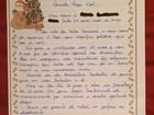Jovem ajuda idosos de asilos do DF a escrever cartas com pedidos de Natal
