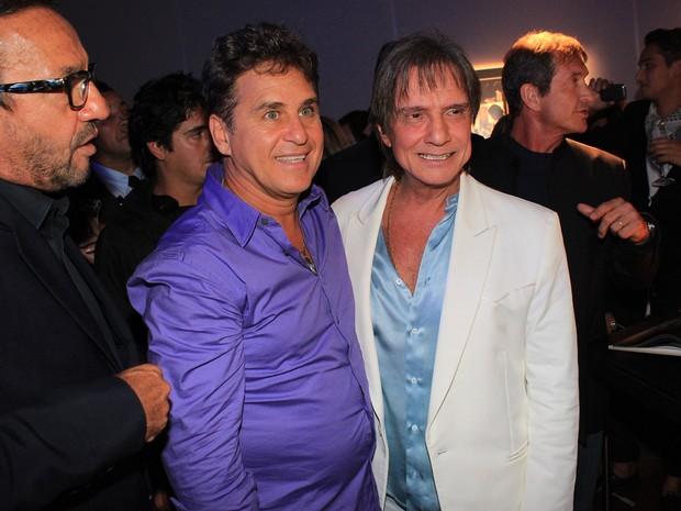 Marcos Frota com Roberto Carlos no lançamento de seu livro (Foto: Celso Tavares / EGO)