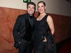Claudia Raia vai com o namorado a premiação em São Paulo