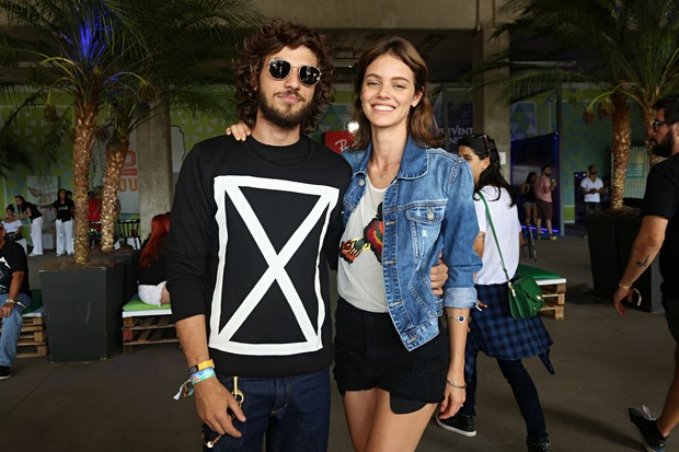 Chay Suede e Laura Neiva (Foto: Celso Tavares / EGO)