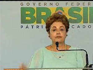 Dilma fez discurso em evento de entrega de casas em Feira de Santana (BA) (Foto: Reprodução/TV NBR)