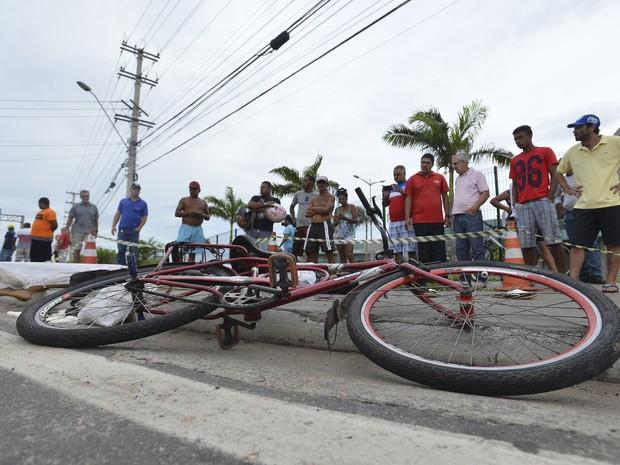 Dois jovens foram mortos na Rodovia do Sol, nesta segunda-feira (6), durante o caos no Espírito Santo (Foto: Bernardo Coutinho/A Gazeta)