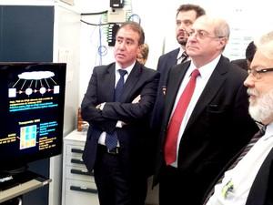 Ministro das Comunicações Paulo Bernardo, em visita ao CPQD em Campinas. (Foto: Marcello Carvalho/ G1 Campinas)