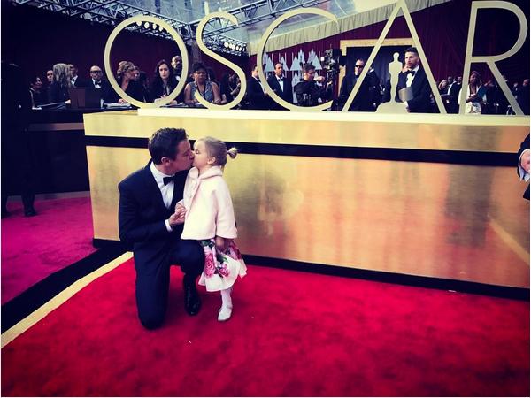 O ator Jeremy Renner com a filha de três anos (Foto: Instagram)