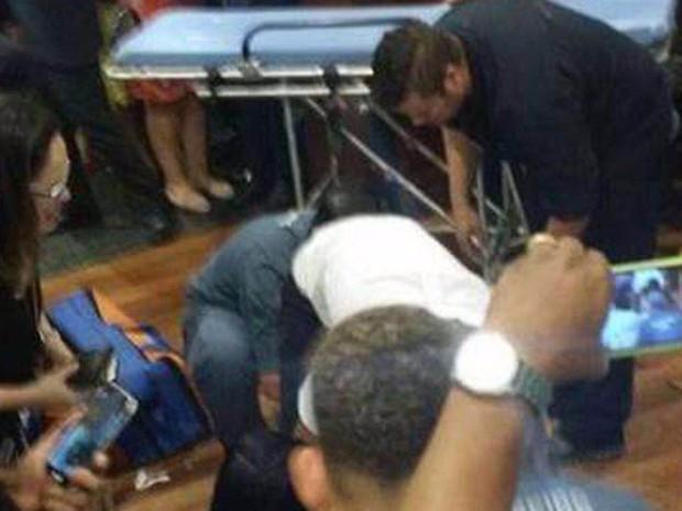 Homem é baleado em shopping (Foto: Enviado por WhatsApp)