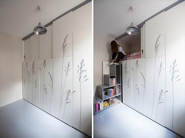 A escada de acesso à cama também serve de estante para livros (Foto: Reprodução/DesignBoom)