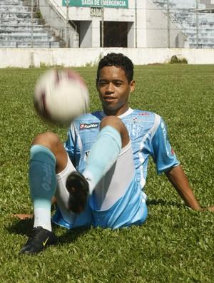 Atletas como o lateral-direito Yago Pikachu passam por fortalecimento muscular no Paysandu (Foto: Marcelo Seabra/O Liberal)