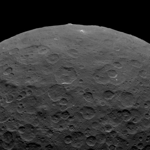 A sonda Dawn enviou novas fotos da superfície de Ceres,