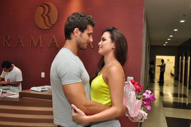 Eliéser recebe Kamilla em hotel no Rio (Foto: Roberto Teixeira/ EGO)