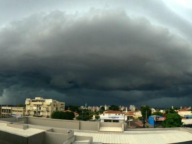 Céu de Campo Grande na tarde desta quinta-feira (08) (Foto: Maria Caroline Palieraqui/G1 MS)
