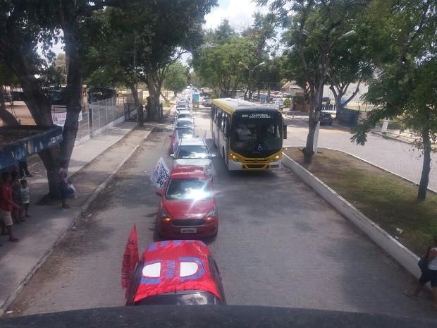 Concentração foi no campus da Ufal, na Cidade Universitária, parte alta de Maceió (Foto: Suely Melo/G1)
