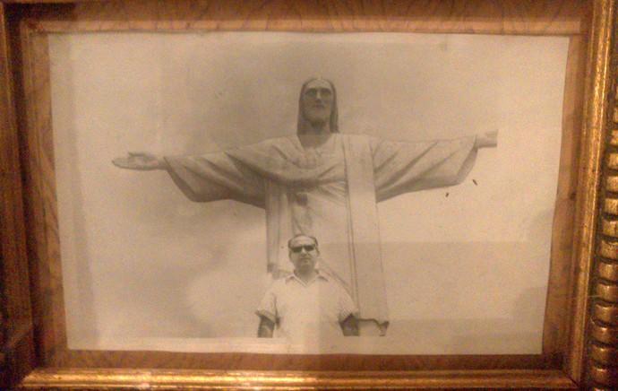 Porta-retrato com foto de Niculescu no Cristo Redentor (Foto: Felipe Schmidt)