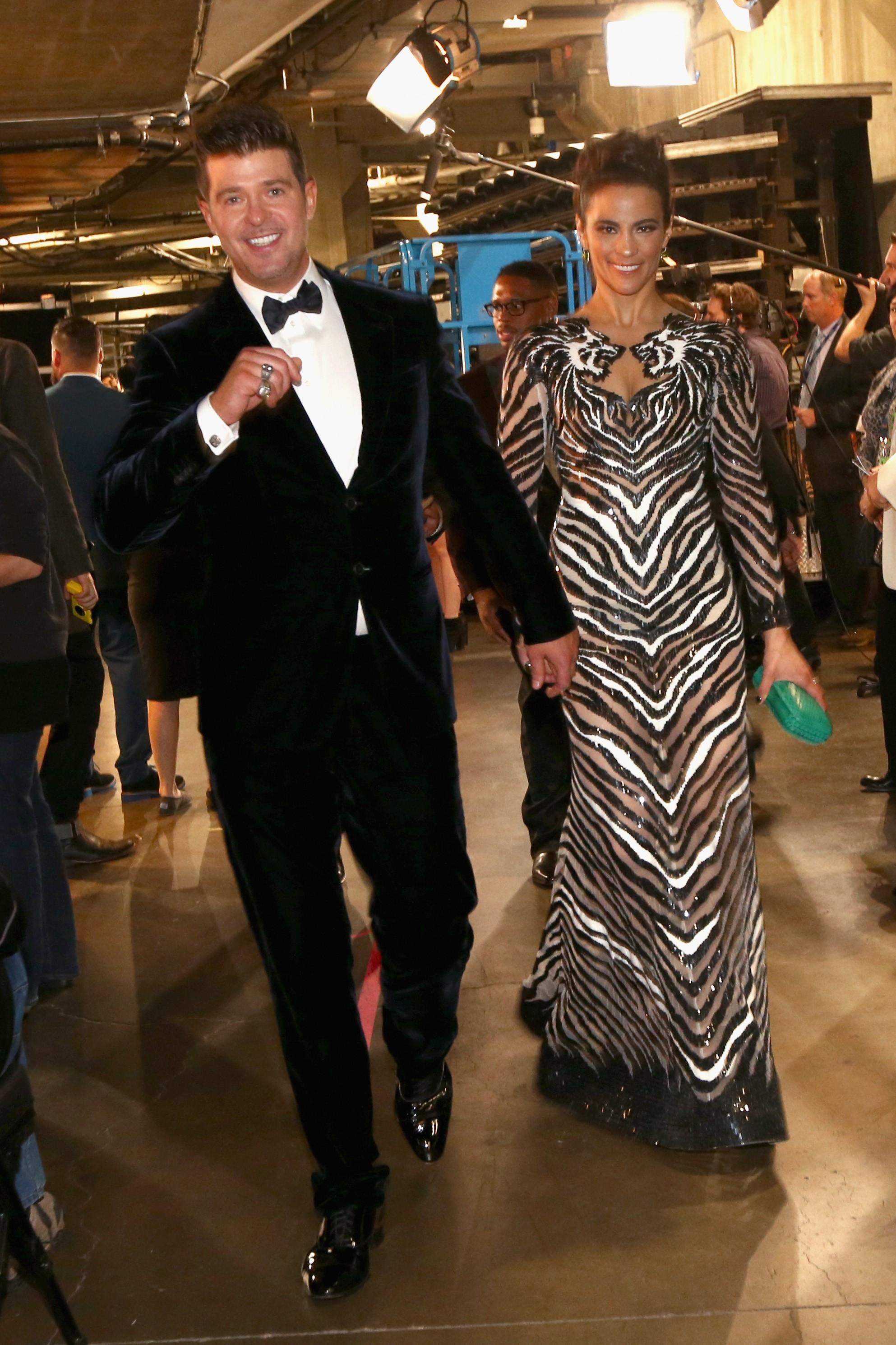 Rumores surgiram depois do VMA 2013 de que Robin havia traído sua esposa Paula com a socialite britânica Lana Scolaro. Mas as fotos tiradas na noite depois das alegações ficaram a favor de Thicke que, posteriormente, disse em uma entrevista que os dois estão felizes casados e apaixonados. (Foto: Getty Images)