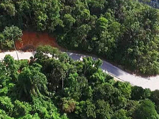 Reivindicada pelos paratienses há mais de 50 anos, pavimentação da Paraty-Cunha já está na fase final. (Foto: Divulgação)