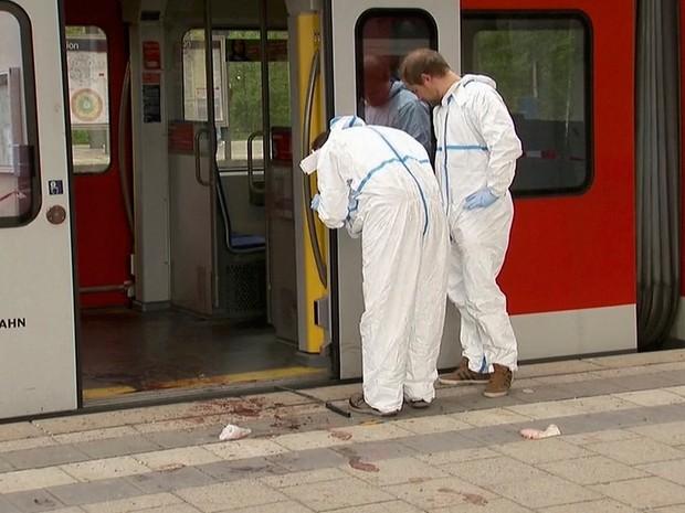 Homem feriu quatro pessoas com uma faca na estação Grafing, na sul de Munique, na Alemanha  (Foto: Reuters TV)