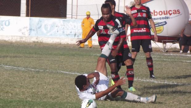 Jogo entre Baraúnas e Campinense foi tenso (Foto: Bruno Araújo/GLOBOESPORTE.COM)