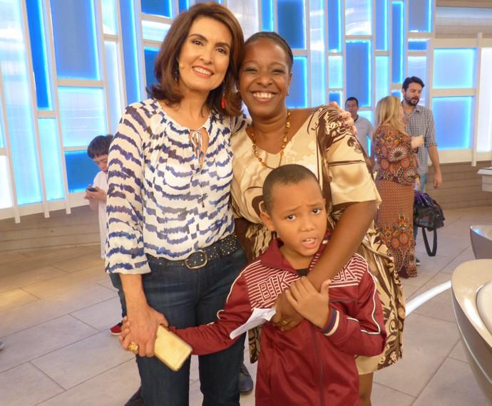 Com a convidada Fábia e seu filho (Foto: Viviane Figueiredo Neto / Gshow)