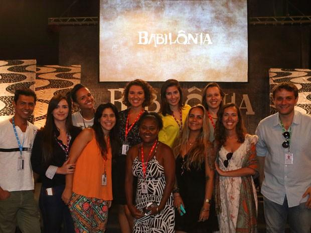 Equipe de produção da novela posa para o Gshow (Foto: Carol Caminha/Gshow)