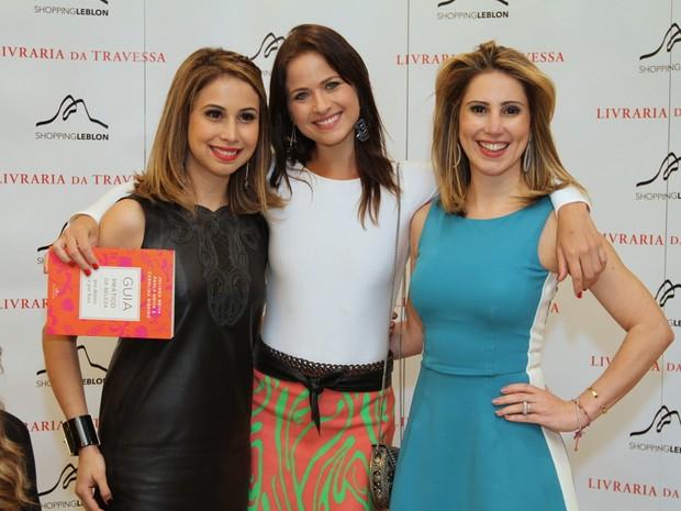 Luiza Valdetaro com Juliana Neiva e Paula Neiva em lançamento de livro na Zona Sul do Rio (Foto: Anderson Borde/ Ag. News)