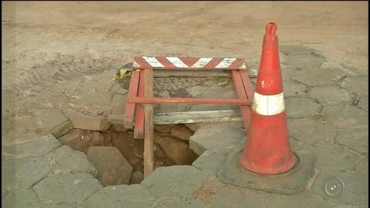 'Impossível não cair em buraco', diz morador sobre ruas em Avaré