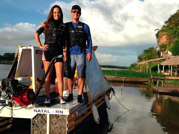 Empresários Renata e Eduardo navegaram em uma embarcação feita de garrafas pet pelo rio Parnaíba, no Piauí, e registraram fotos durante a expedição (Foto: Renata Maia e Eduardo de Carvalho/Arquivo Pessoal)