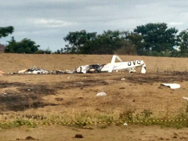 Nesta quarta-feira o CENIPA vai periciar o local e tentar informar o que motivou a queda da aeronave (Foto: Diego Souza/G1)