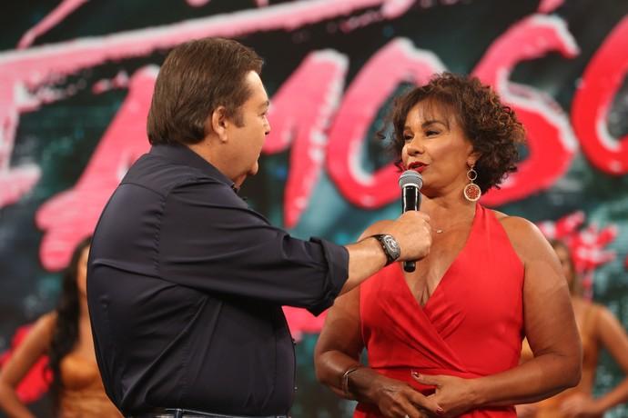 Solange Couto arrasou no modelito vermelho (Foto: Carol Caminha/Gshow)