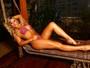 Coelhinha da 'Playboy' Thaiz Schmitt mostra por que é dona do título