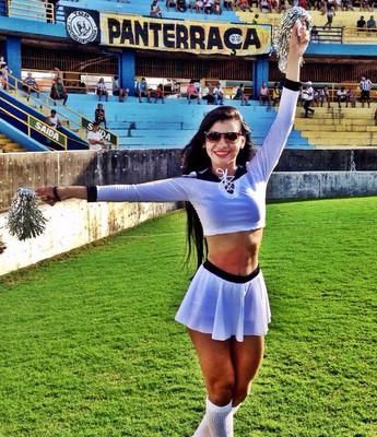 Amanda Desireé, uma das líderes de torcida do São Raimundo (Foto: Amanda Desireé/Arquivo Pessoal)