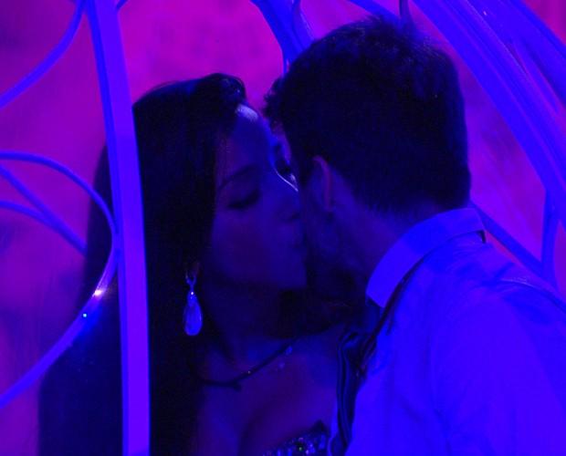 Rafael e Talita formam o primeiro casal na Festa Debutante (Foto: Gshow)