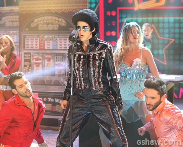Luciana Paes incorpora Elvis Presley (Foto: Carol Caminha / TV Globo)