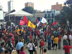 Grupo se concentra no Largo São Sebastião (Foto: Rickardo Marques/G1 AM)