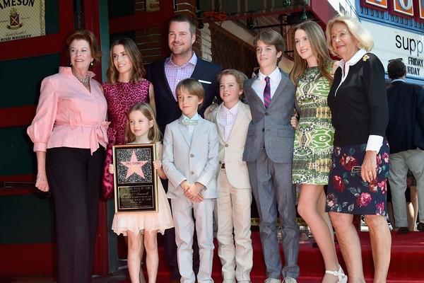 Chris O'Donnell com a família após ganhar uma estrela na Calçada da Fama (Foto: Getty Images)